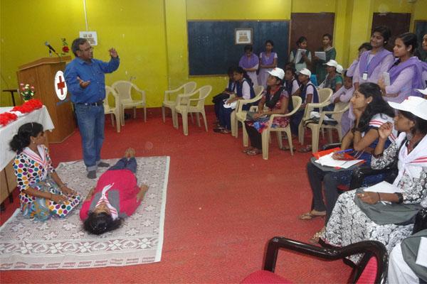 girls-volunteering-pgm-4